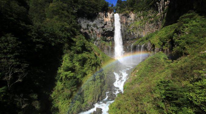 華厳滝の虹とライトアップ